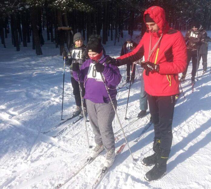 Команда Борисовского района заняла второе место на зональных соревнованиях по лыжному спорту