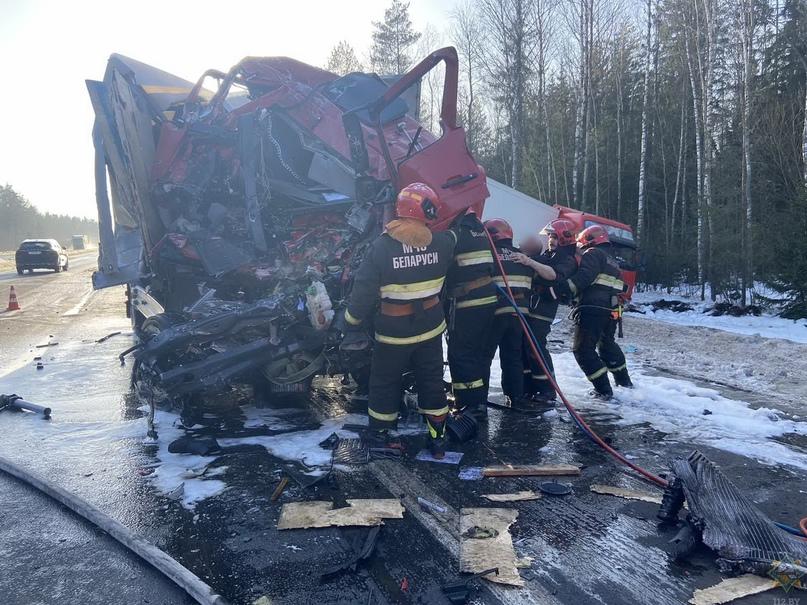 Вчера под Борисовом спасатели извлекли водителя фуры