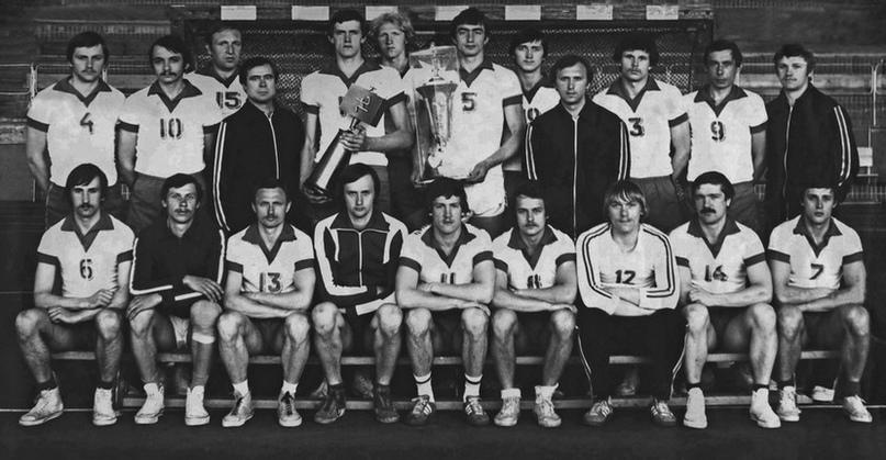 Минский СКА-1981 с трофеями чемпионата и Кубка СССР. Евгений Сапроненко в центре заднего ряда