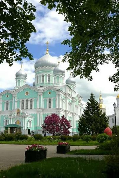 Приглашаем Вас в паломническую поездку в Дивеево вместе с отцом Петром!