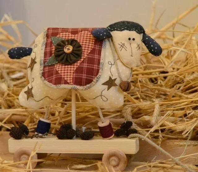 Ах, ты, бедная овечка! - выкройка и идеи на год Овцы и не только, как сшмть овечку из ткани своими руками, подарок на год овцы,