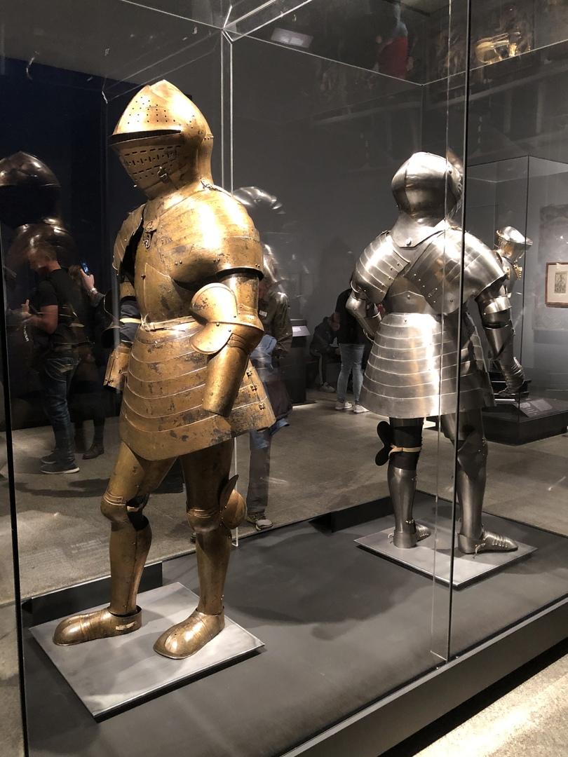Пехотный доспех Максимилиана I (золотой)
