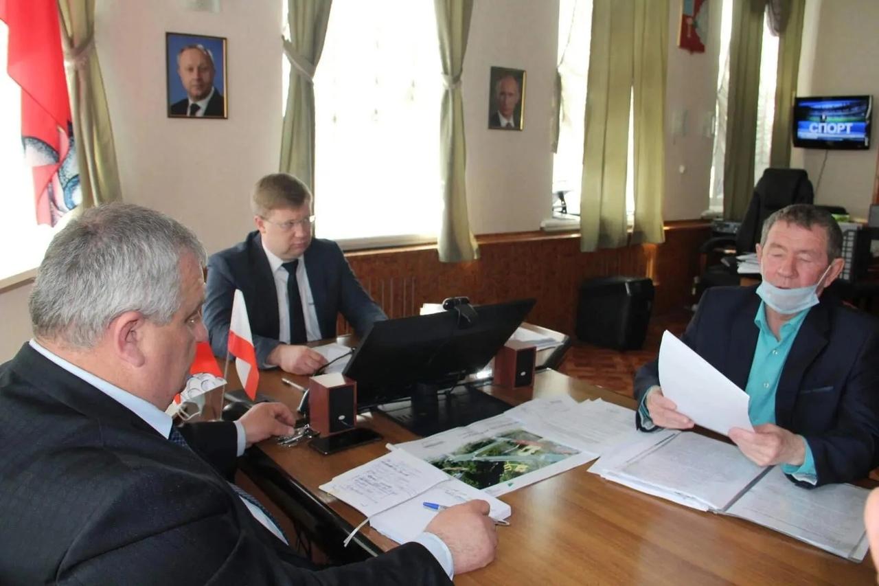 На рабочем совещании при главе Петровского района обсудили проблемы села Ножкино
