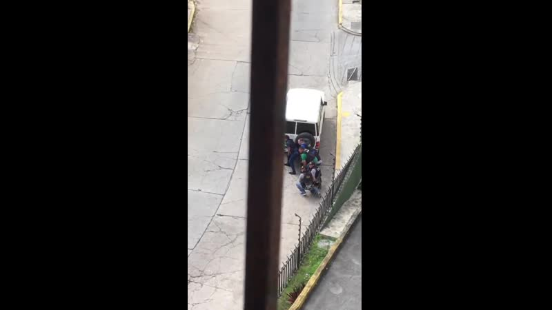 Heavy gun battle currently ongoing between police and criminal gangs in the Cota 905 district of Caracas.