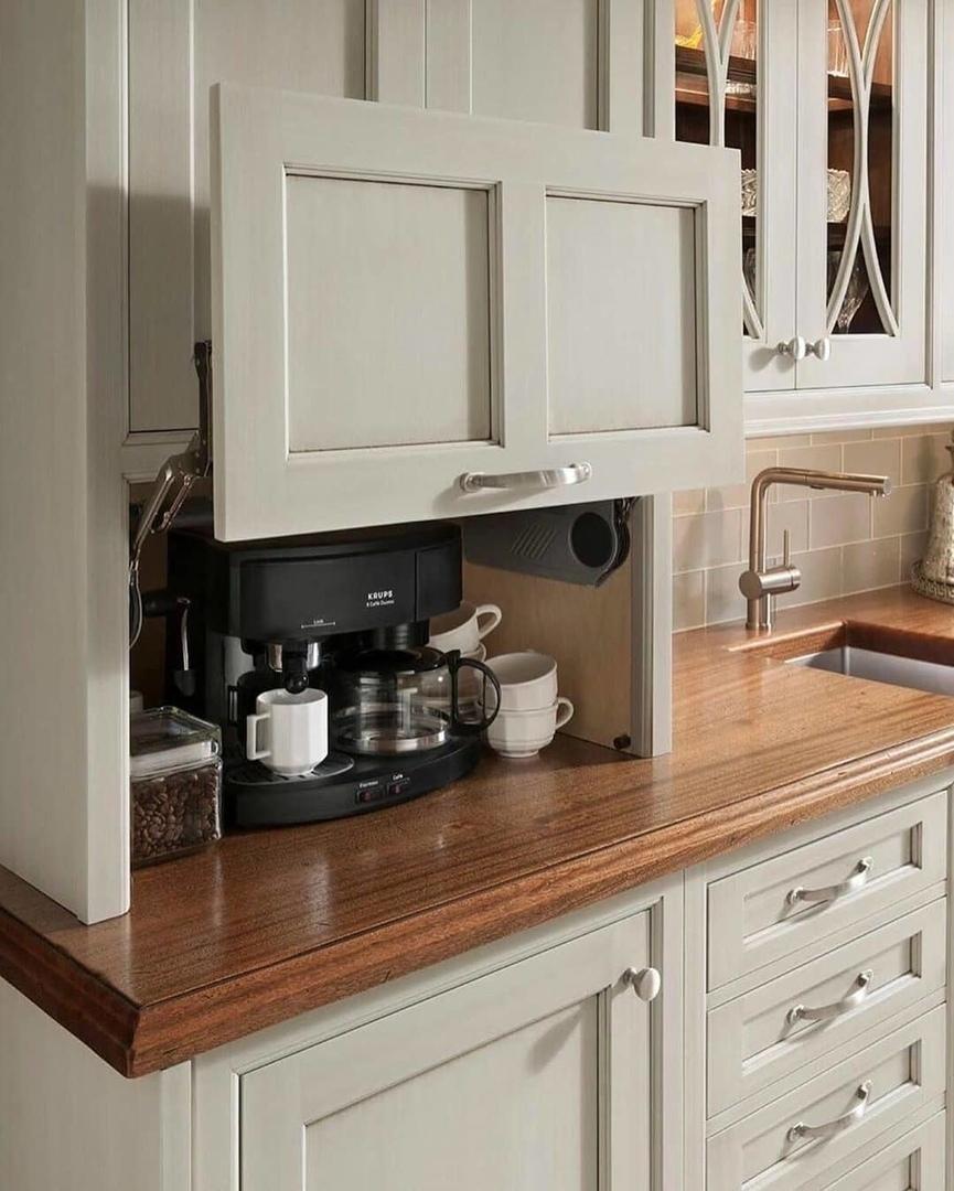 Бытовая техника на кухне.