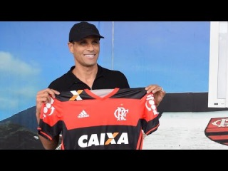 Rivaldo visita CT do Flamengo