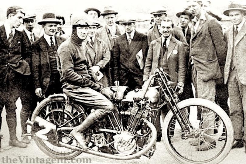 Мотоцикл Brough Superior SS100 Bert le Vack в честь рекордов Берта ле Вака