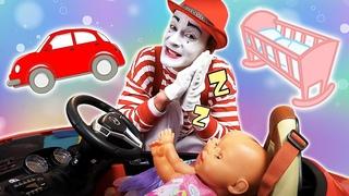 Voiture ou berceau? Vidéo amusante avec Baby Born Annabelle et le clown drôle.