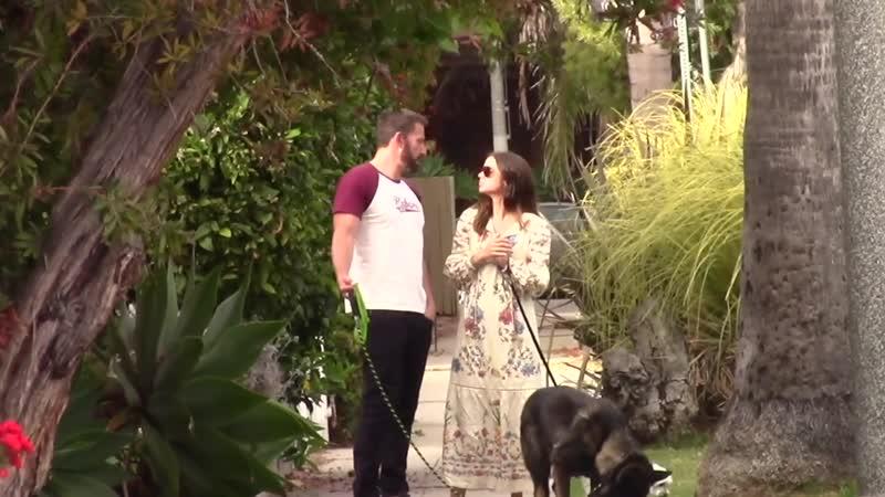 Ана и Бен на прогулке